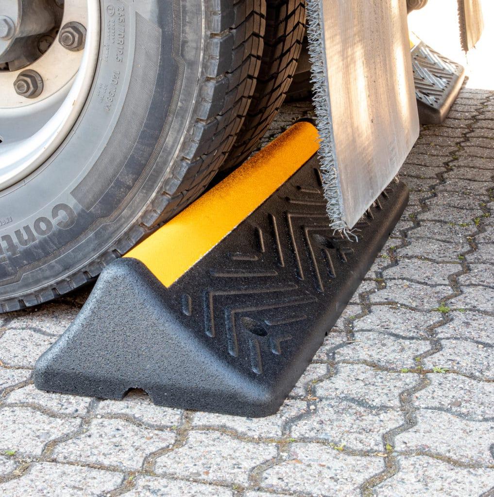 Tope de parking para camiones