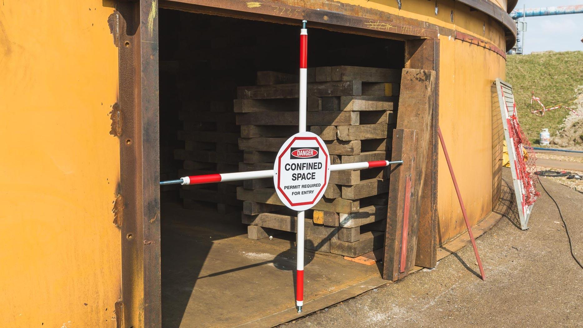 señal espacio confinado Barreras para espacios confinados, alcantarillas, arquetas