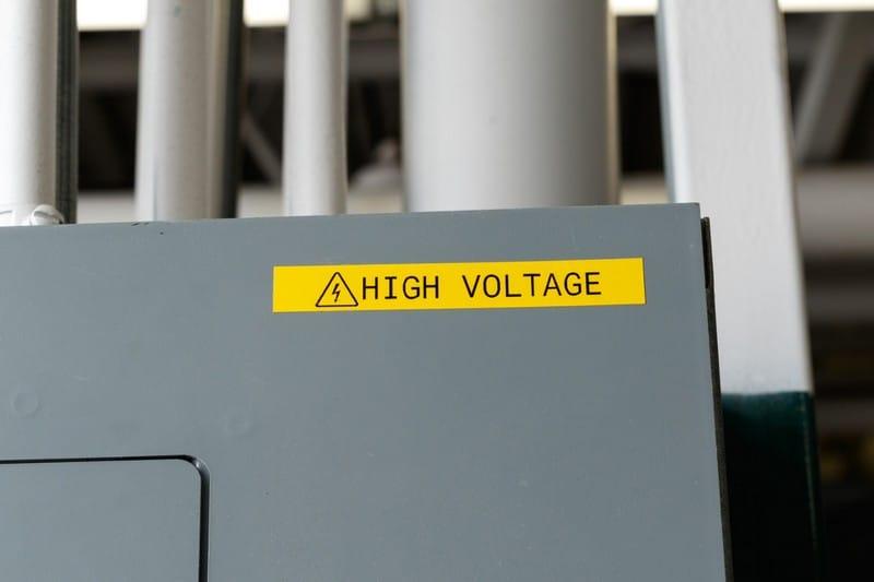 Aplicaciones etiquetadora brady bmp21 - Marcado de máquinas - Etiquetas para cuadros eléctricos.