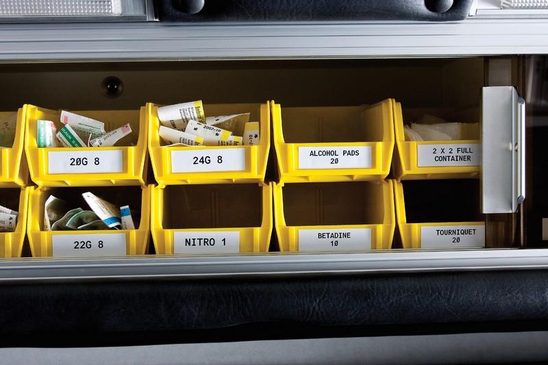 Aplicaciones etiquetadora brady bmp21 - Identificación de piezas en almacenes.
