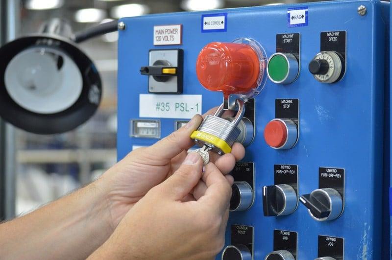 Tapa para bloqueo de pulsadores y setas de emergencia