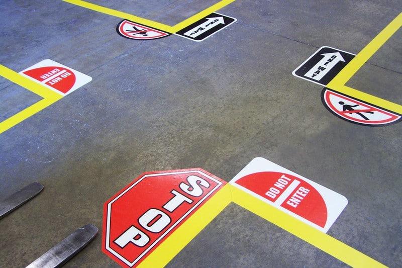 Señal adhesiva para suelos industriales