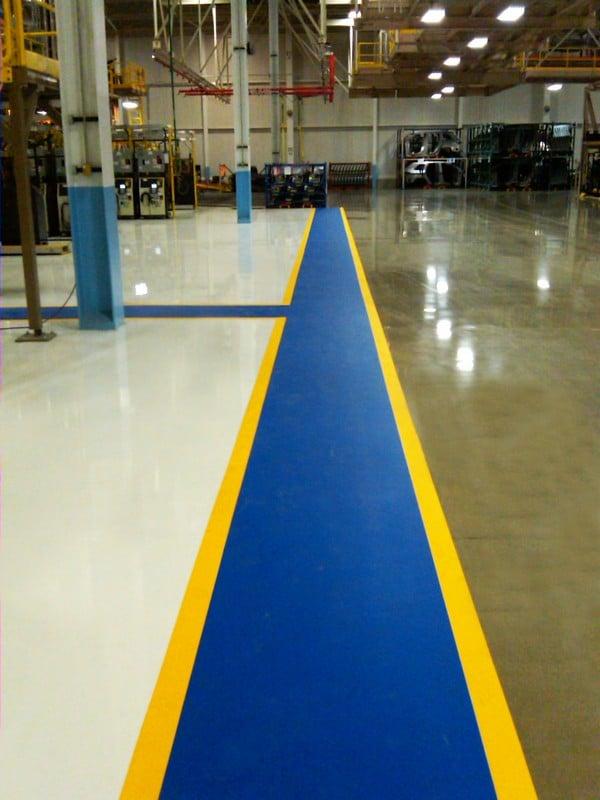 En caso de deterioro los pasillos adhesivos se retiran fácilmente y se vuelven a instalar en minutos.