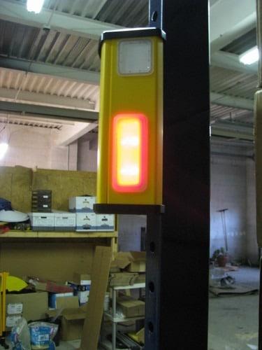 El avisador de colisiones para almacenes realiza una advertencia visual y sonora