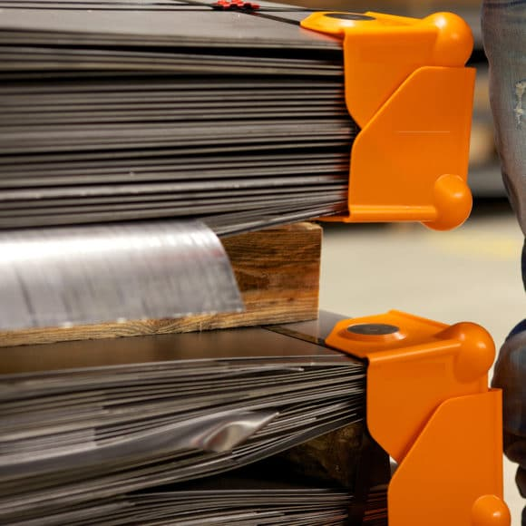 Protectores magnéticos para evitar golpes en esquinas metálicas