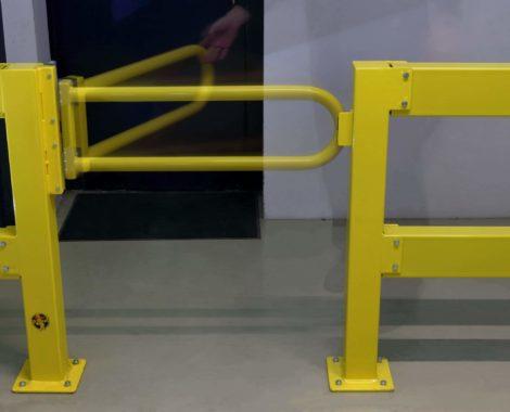 Puerta batiente de acero